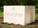 De/konstrukcija spomenika