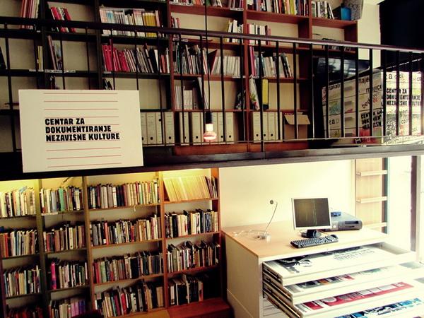 Vaninstitucionalne prakse dokumentovanja povesti