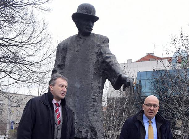 Štrajk upozorenja ili ostavka Savića?